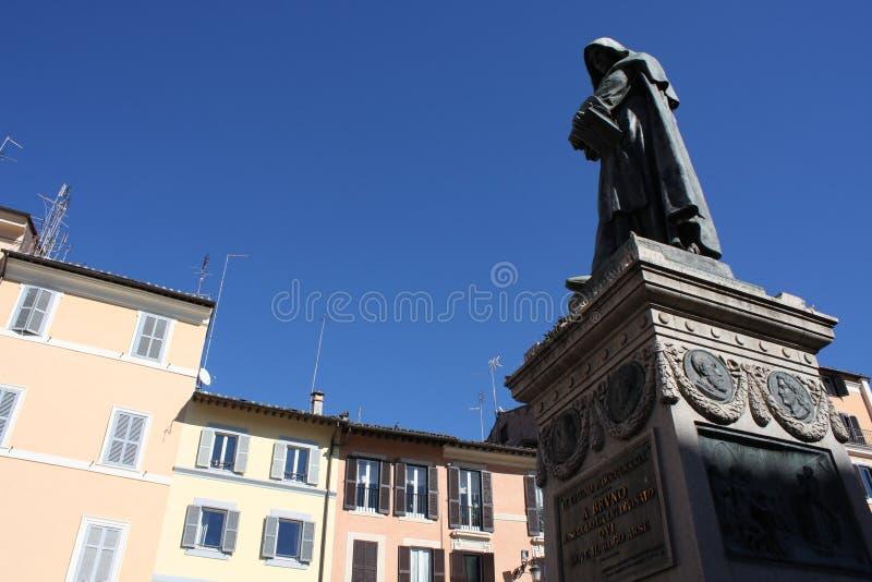 Giiordano Bruno Statue Campo de ` Fiori Rome Italie Bruno était hérétique brûlé en jeu dans Campo de ` Fiori Statue par Ferrari e photo libre de droits