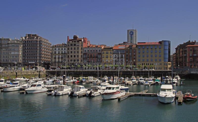 Gijon-Jachthafen mit vielen Yachten in Spanien lizenzfreie stockbilder