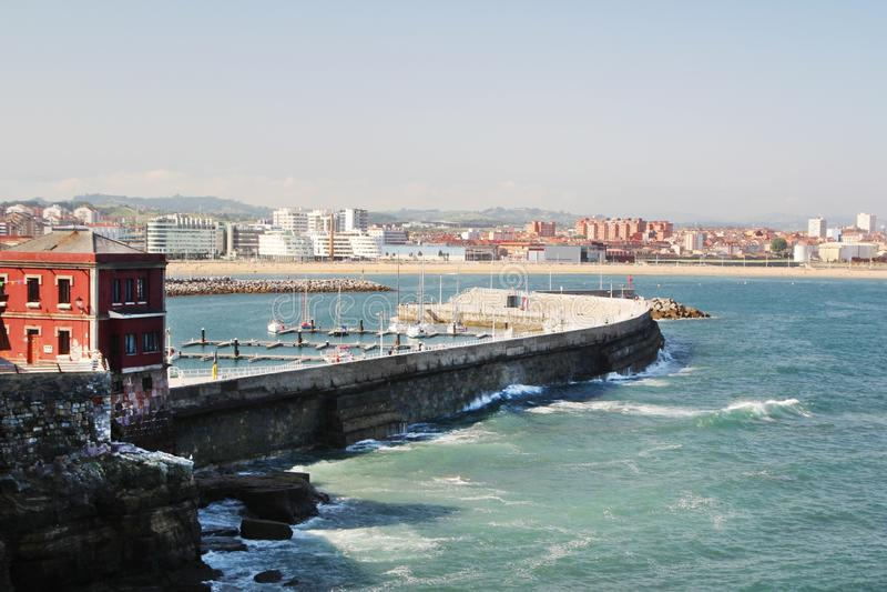 Gijon-Jachthafen und der Pier, Spanien lizenzfreies stockfoto