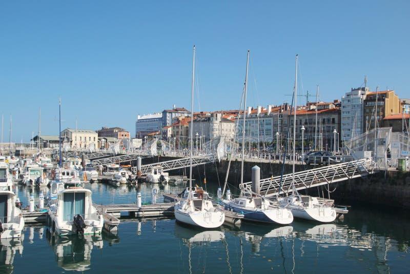 Gijon-Jachthafen und Yachten, Spanien stockbilder