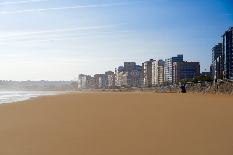 Gijon playaSan Lorenzo strand Asturias Spanien royaltyfria foton