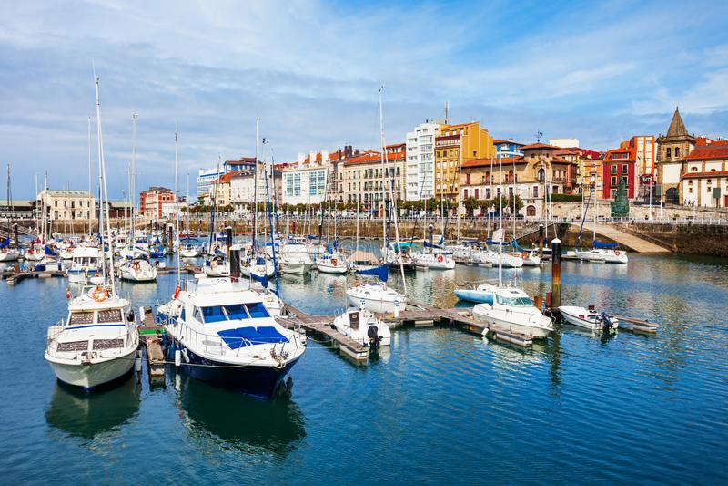 Gijon stadsjachthaven in Asturias, Spanje royalty-vrije stock fotografie