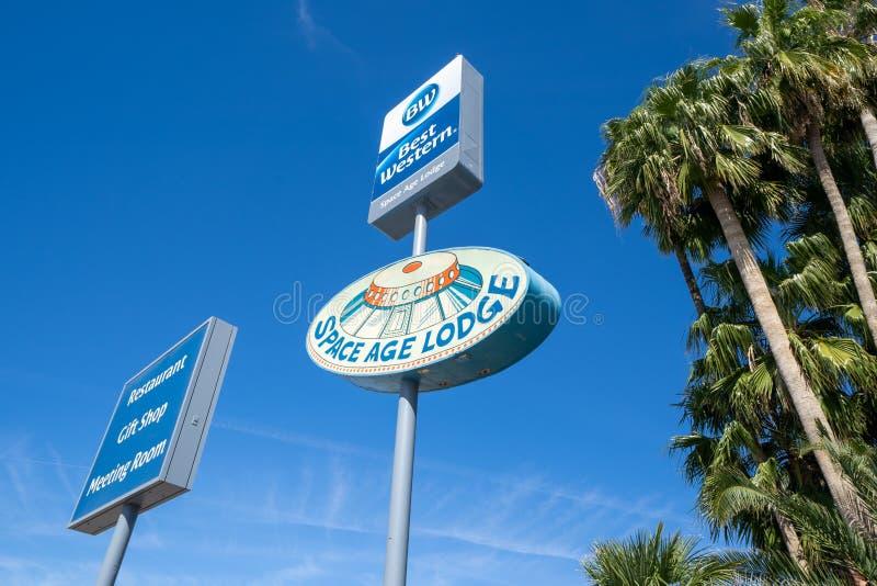 Gila chył, Arizona - Podpisuje dla Best Western Astronautycznego wieka stróżówki hotelu, restauracji i prezenta sklepu, retro tem obrazy stock