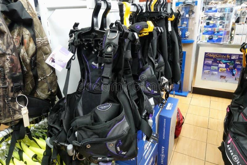 Gilet de compensateur de flottabilité ou BCD à un magasin au détail de piqué image stock