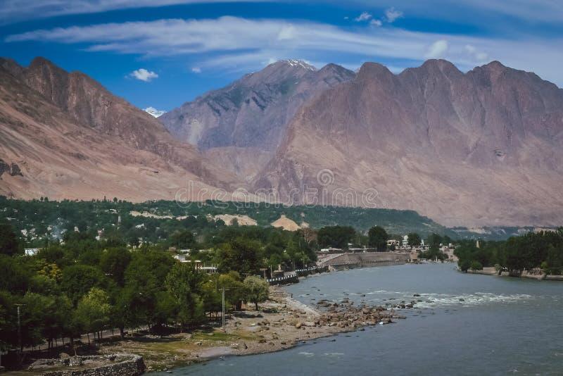 Gilgit miasteczko Gilgit rzeką obraz stock
