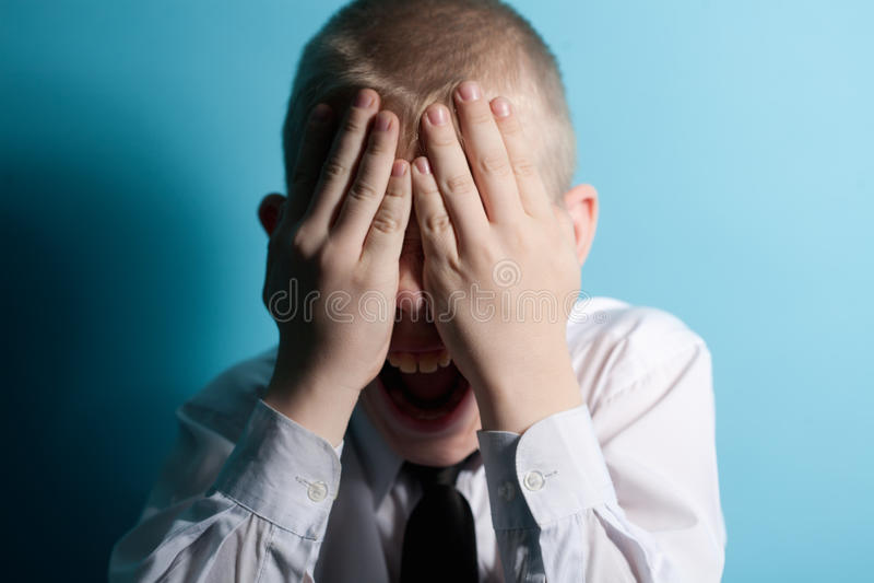 Gillende doen schrikken tiener dicht uw gezicht royalty-vrije stock foto's