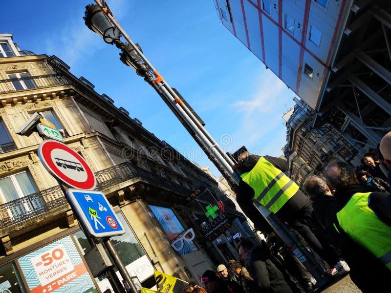 Gillet jaunes protestują w pierwszy okręgu Paryż, Francja zdjęcie royalty free