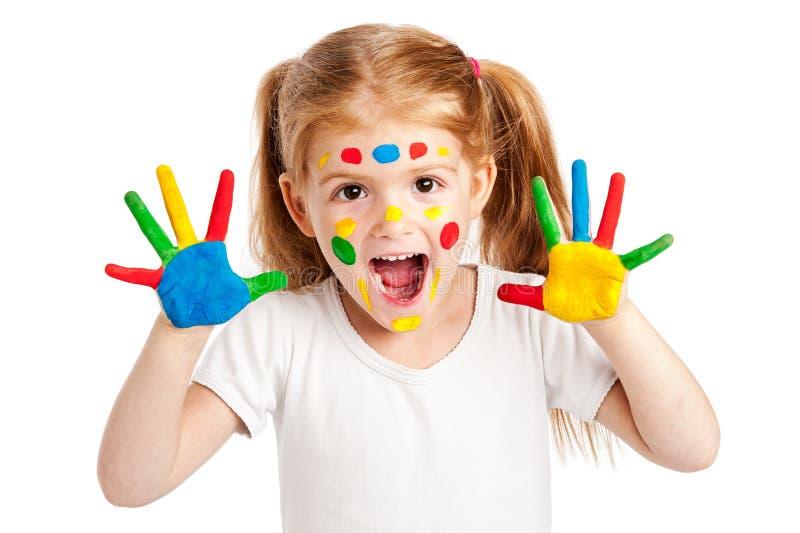 Gilr de tres años con las manos brillantemente pintadas fotografía de archivo libre de regalías
