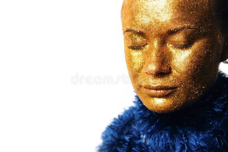 Gilt Chiusura del volto della donna d'oro Inventario Futuristico dorato fotografie stock
