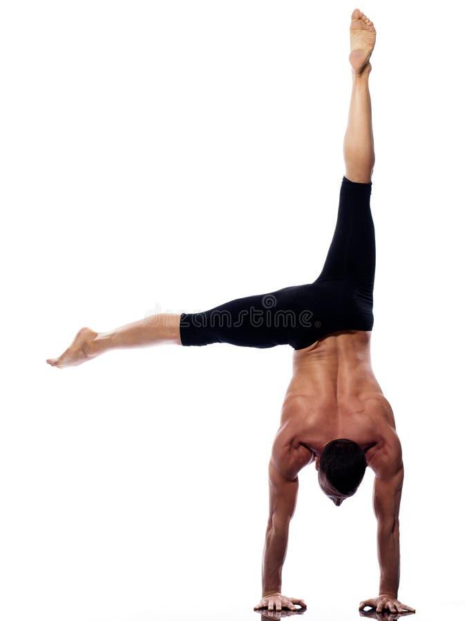 Gimnástico integral del handstand de la yoga del hombre fotos de archivo libres de regalías
