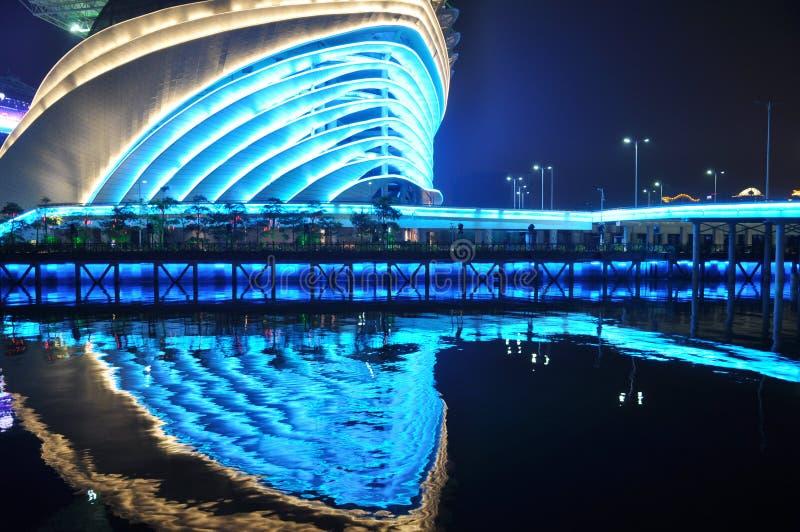 Gimnasio de Guangzhou en la noche fotos de archivo