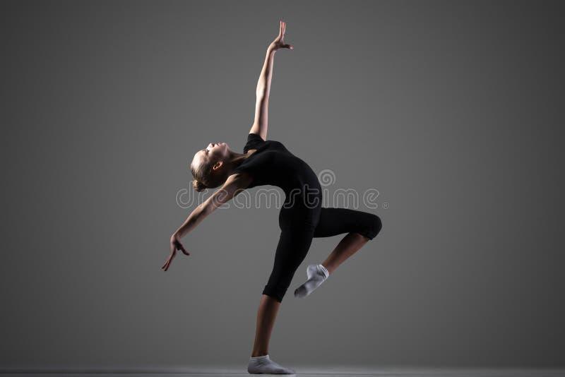 Gimnastyczki dziewczyny występ zdjęcie stock