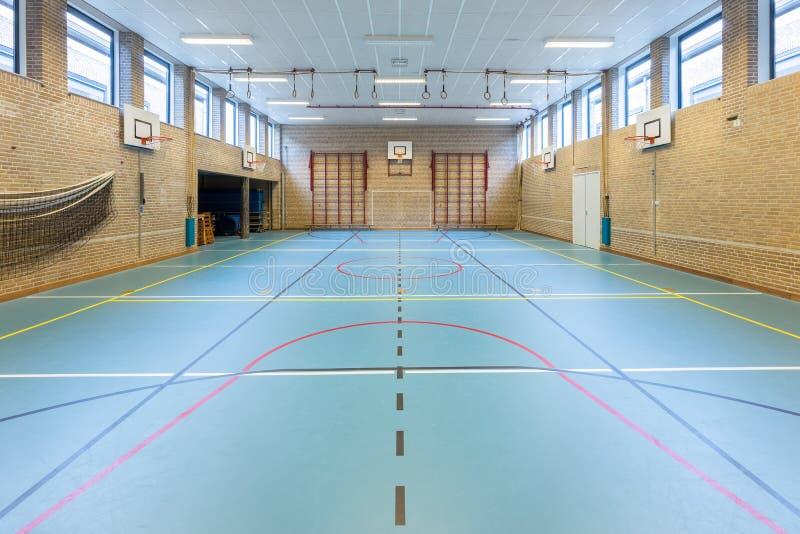 Ginásio holandês interior para esportes da escola foto de stock