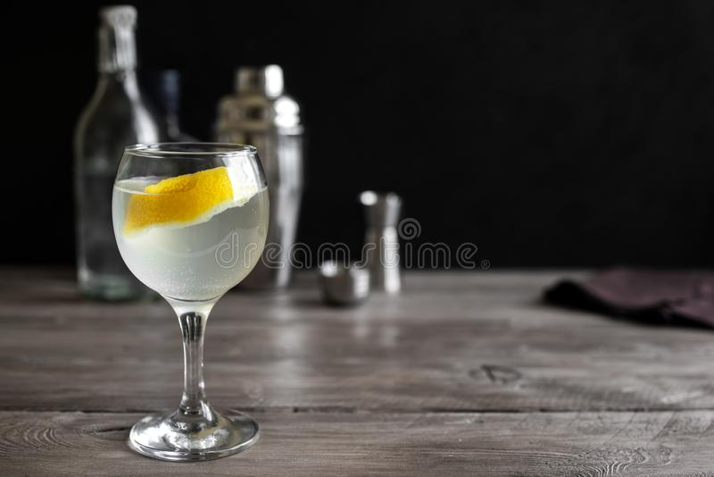 Gin Blossom Cocktail lizenzfreie stockfotografie