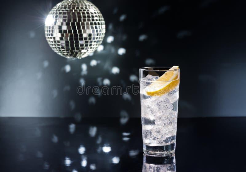 Gin Tonic eller Tom Collins royaltyfri foto