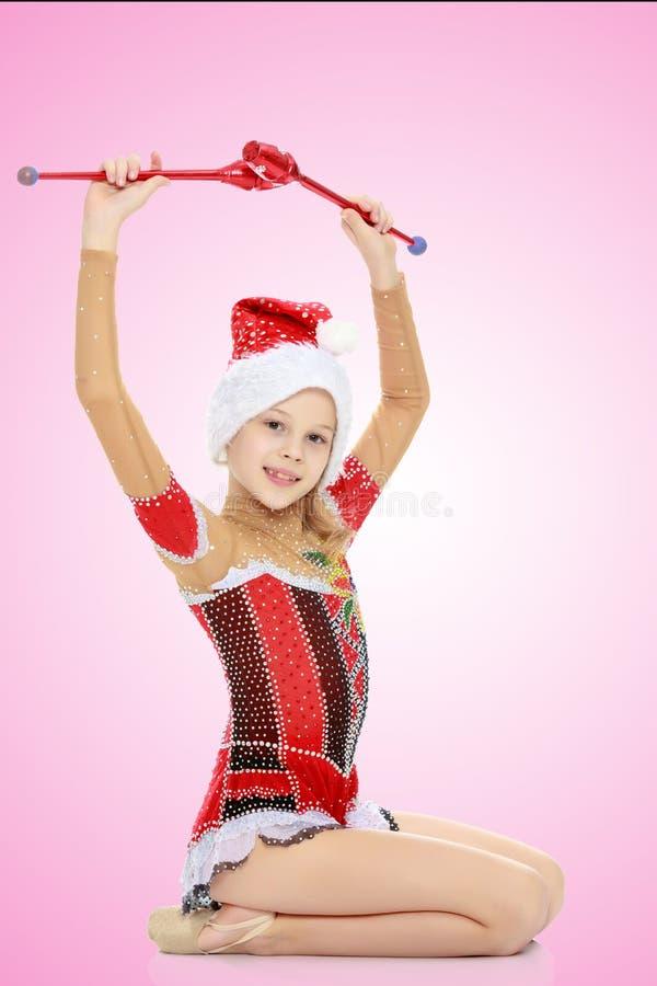 A ginasta executa exercícios com uma mace imagens de stock