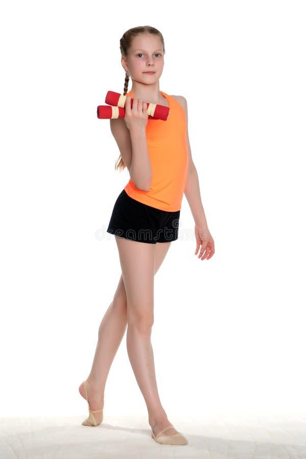 A ginasta prepara-se para executar o exercício foto de stock