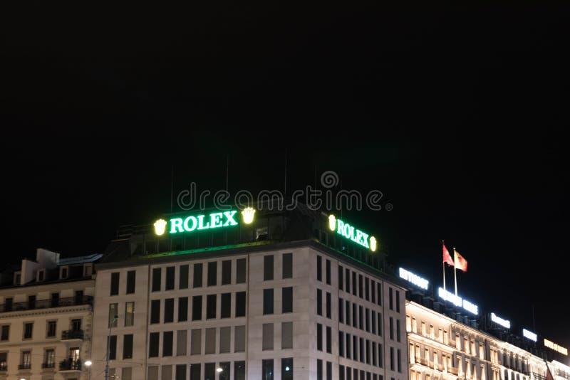 Ginebra/Switzerland-28 08 18: Rolex mira verde coronado noche ligera del oro del letrero imágenes de archivo libres de regalías