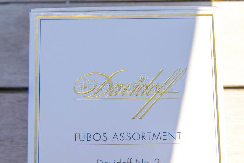 Ginebra/Switzerland-09 09 18: Tabaco de cigarro de la caja blanca de los cigarros de Davidoff fotografía de archivo libre de regalías