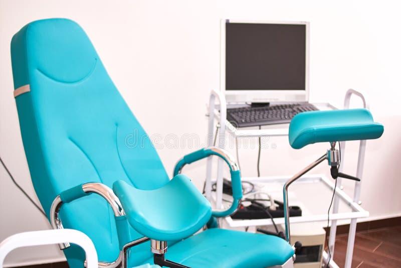 ginecologia nella clinica stanza di ginecologia, strumenti medici, interno della clinica di genicology immagine stock libera da diritti