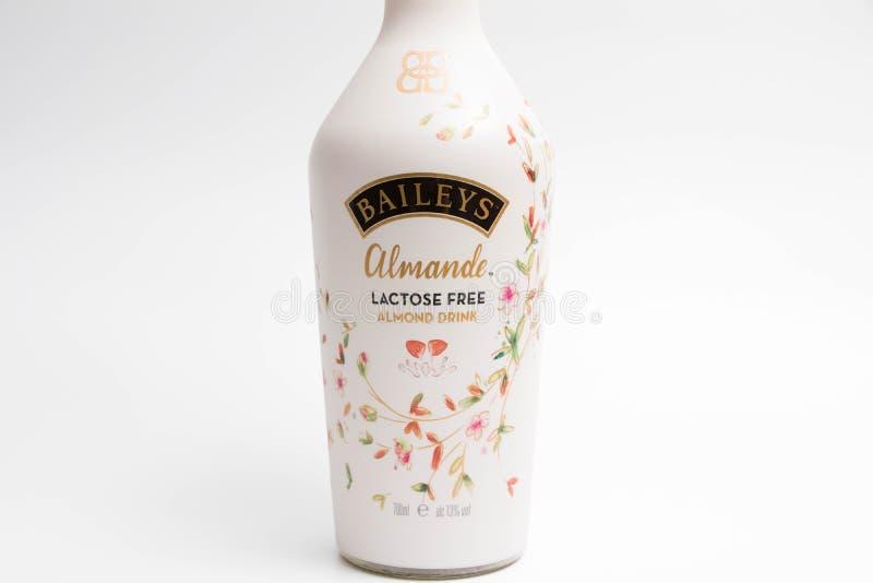 Ginevra/Svizzera 16 07 18: Liquore senza lattosio della bevanda della mandorla di Baileys immagine stock libera da diritti