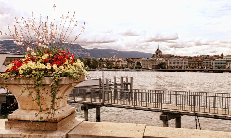 Ginevra, Svizzera - 12 luglio 2014 Viste di lungomare del GE del lago fotografie stock