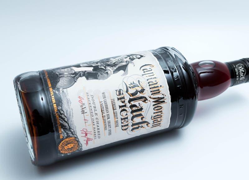 Ginevra/Svizzera - 13 possono 2018: Bottiglia del rum aromatizzato nero di capitano Morgan immagini stock