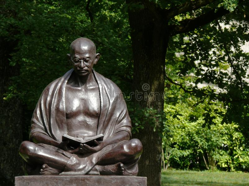 Ginevra, Svizzera 07/31/2009 Statua di Mahatma Gandhi in immagini stock libere da diritti