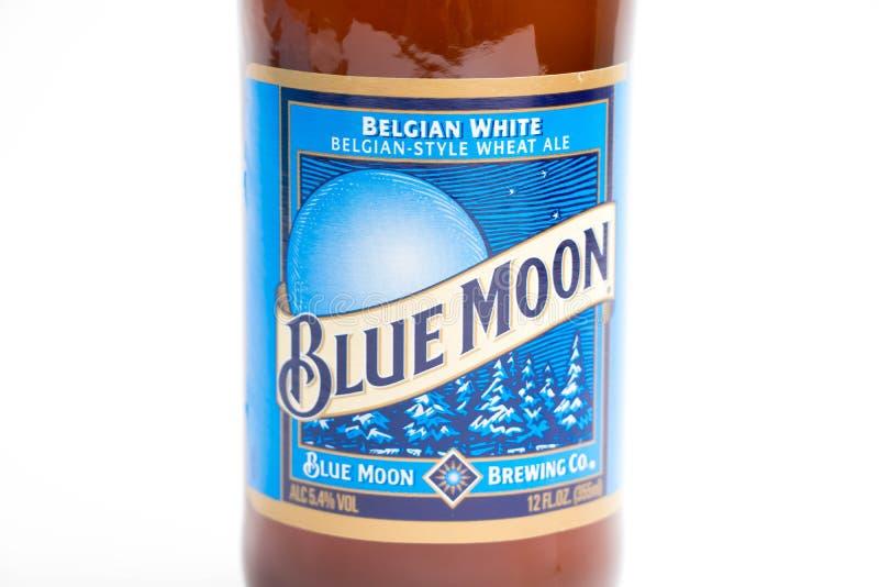 Ginevra/Switzerland-09 12 18: Belga bianco della bottiglia di birra di Blue Moon immagine stock