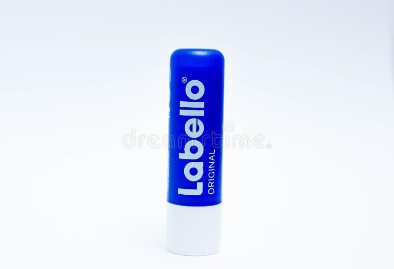 Ginevra/Switzerland-9 9 18: Hydratation asciutto delle labbra del balsamo del rossetto di Labello morbido immagine stock libera da diritti