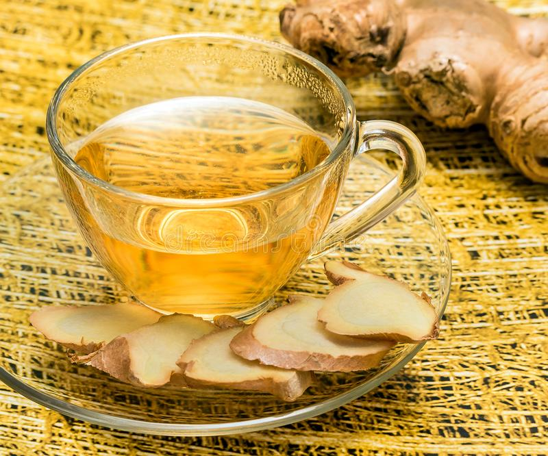 Ginger Tea Indicates Beverages Refreshing en Wortels stock foto