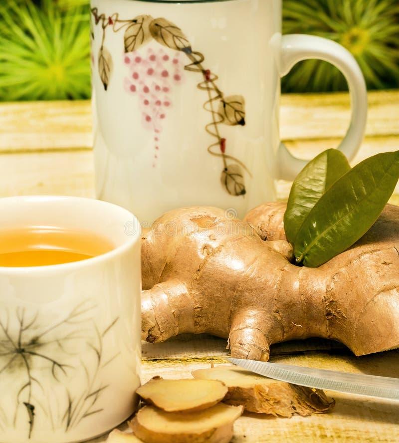 Ginger Tea Indicates Refresh Teacups und Getränk im Freien lizenzfreies stockbild