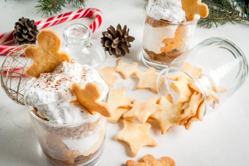 Ginger Trifle med pepparkakor arkivbilder