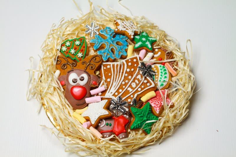 gingerbread Biscotti della renna I dolci di Natale sono fatti a mano in un bello pacchetto immagine stock