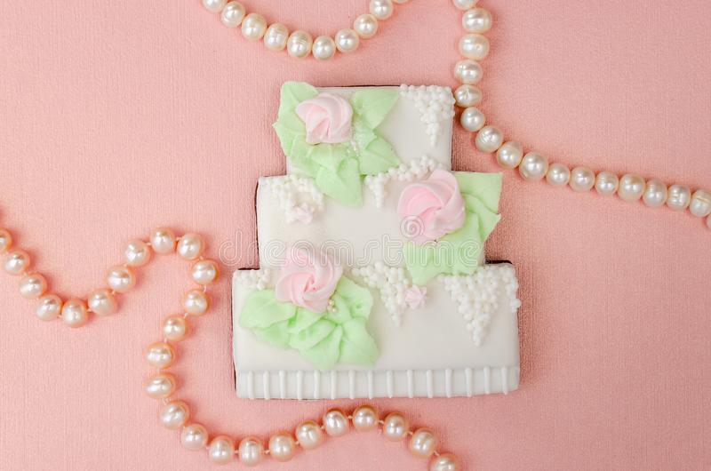 Gingerbread in the form of a three-tiered wedding cake with pearl beads royalty free stock photos
