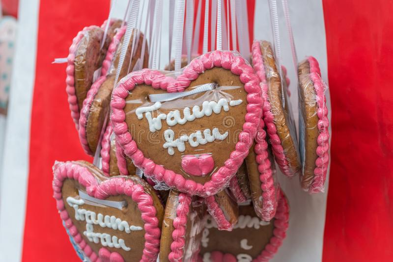 Gingerbread hearts at a folk festival with German words – dream woman, Germany stock images