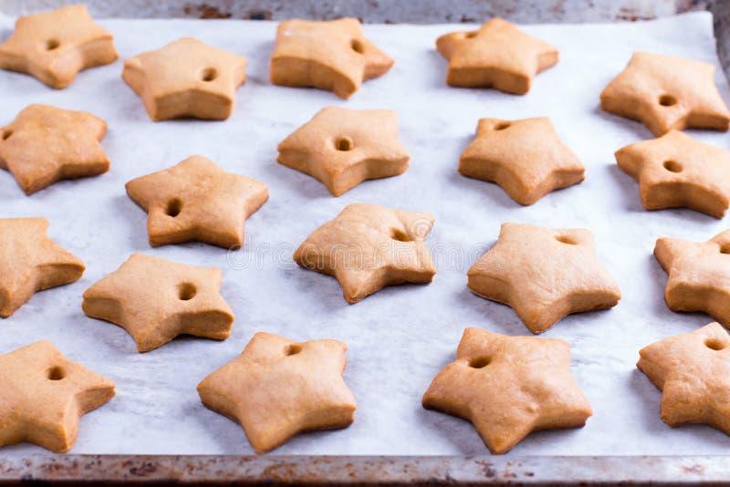 gingerbread Il taglio modella la stella fotografia stock