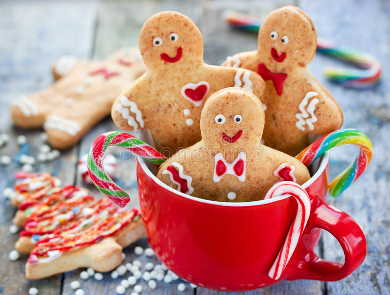 Gingerbread man cookies in red cup, Christmas holiday baking background. Treat and sweet gift for kids stock images