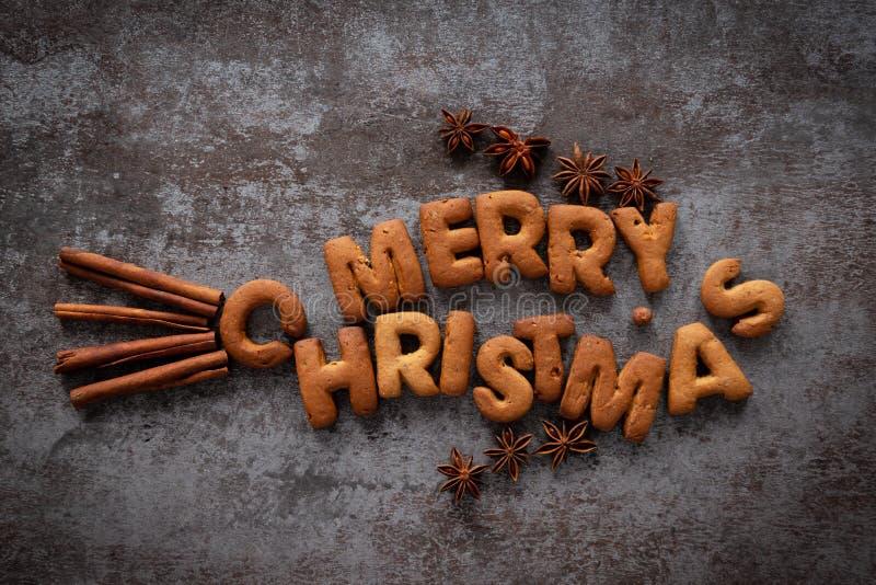 Gingerbrood zegt Merry Kerstmis in de vorm van een vis als symbool van het christendom royalty-vrije stock foto