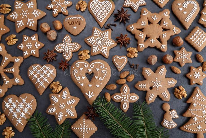 Gingermankoekjes in de doos royalty-vrije stock fotografie