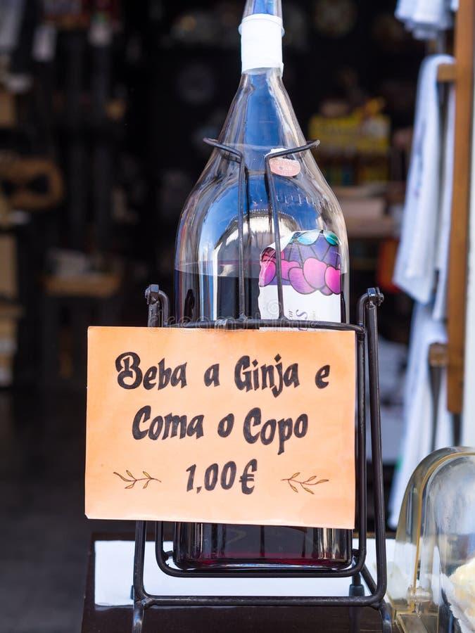 Ginja de Obidos, liquore regionale tradizionale della ciliegia immagine stock libera da diritti