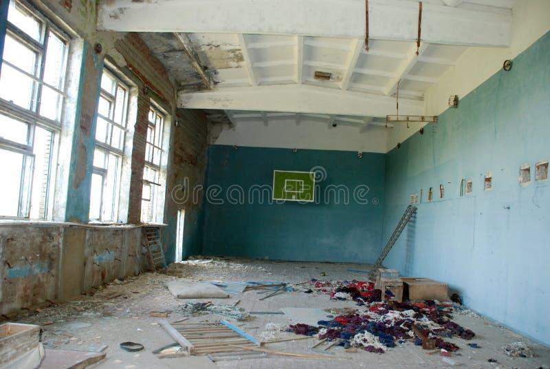 Ginnastica abbandonata del banco nella zona del Chernobyl fotografie stock libere da diritti