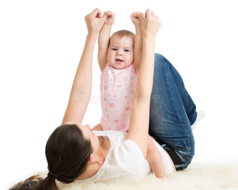 Ginnastica del bambino e della madre, esercizi di yoga immagini stock libere da diritti