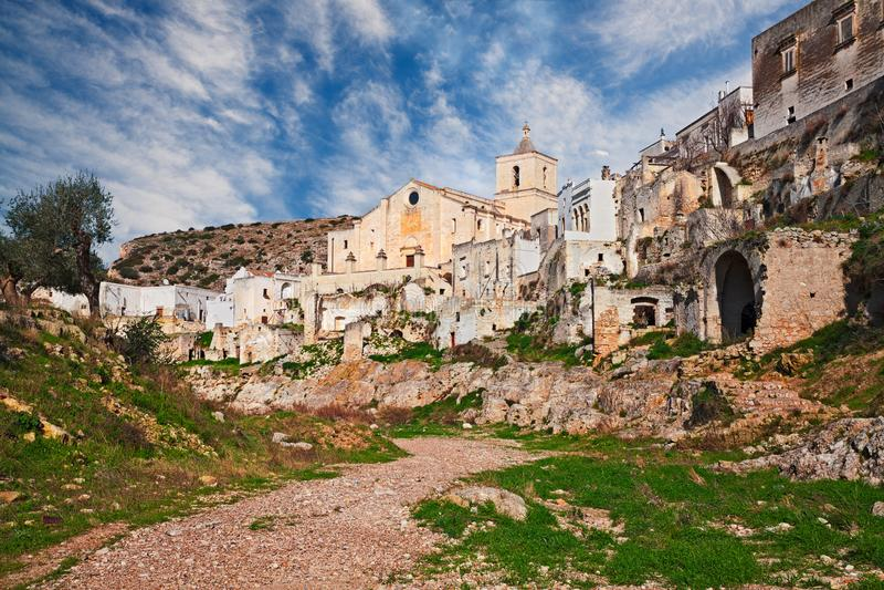 Ginosa Taranto, Puglia, Italien: landskap av den gamla staden arkivfoton