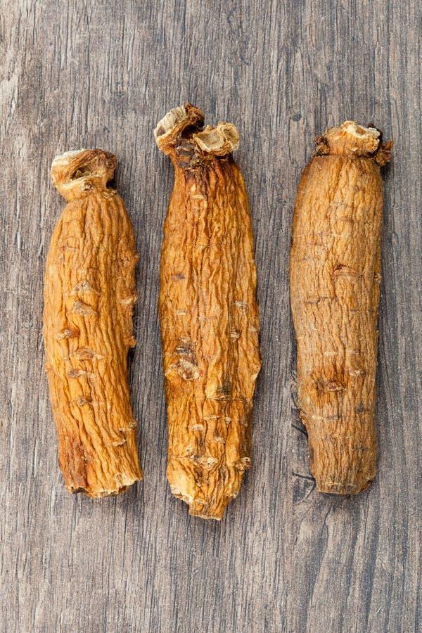 Ginseng sur la table en bois photos libres de droits
