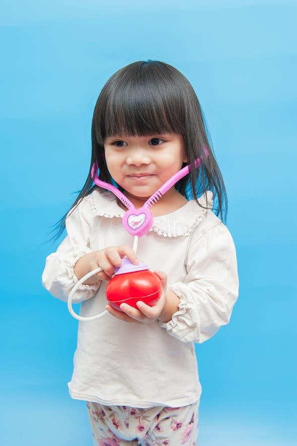 Giocando come medico, malattia cardiaca fotografie stock