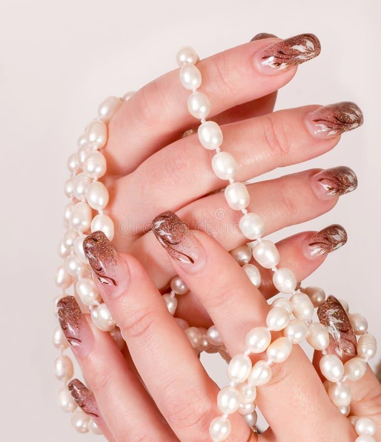 Giocando con le perle fotografia stock