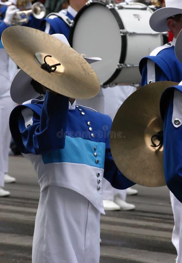 Giocatore dei Cymbals nella fanfara fotografie stock libere da diritti