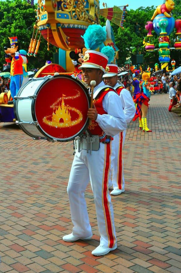 Giocatore del tamburo basso a Disneyland fotografia stock