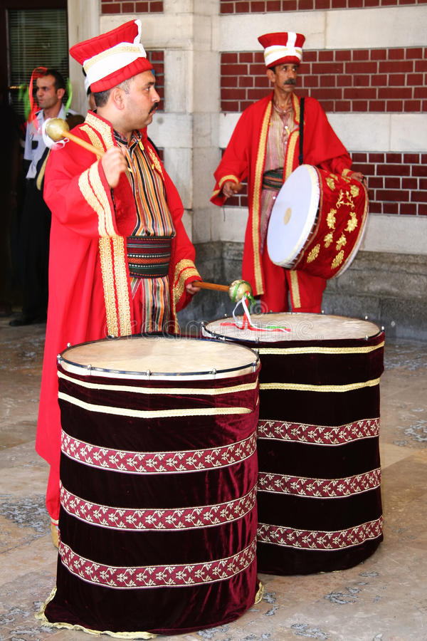 Giocatore del tamburo della fascia del janissary immagini stock